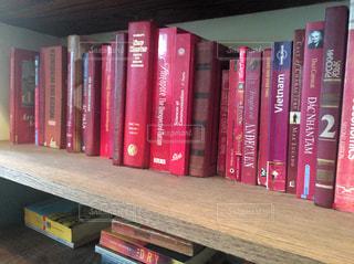 カフェの本棚の写真・画像素材[1673252]