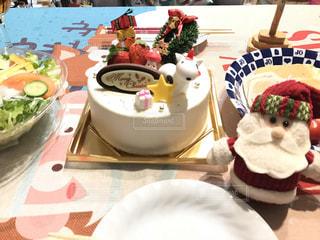 テーブルな皿の上に食べ物のプレートをトッピングの写真・画像素材[1505782]