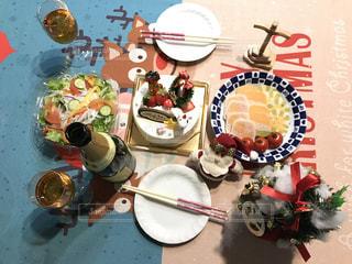 テーブルの上に食べ物の写真・画像素材[1505783]