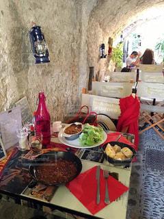 テーブルの上に食べ物の写真・画像素材[1508587]