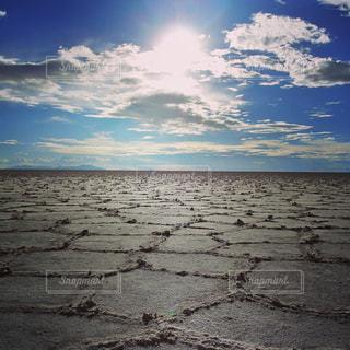 水の引いたウユニ塩湖の写真・画像素材[1487542]