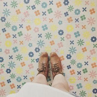 女性,1人,20代,風景,建物,夏,自撮り,足元,浅草,床,ブーツ,装飾,脚,デコレーション,花柄,花やしき,レースアップブーツ
