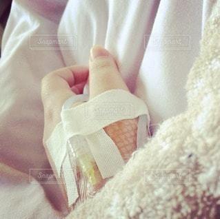 女性,1人,自撮り,手,腕,病院,入院,点滴,管,病人,手の甲