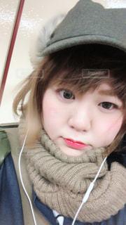 帽子をかぶった小さな女の子の写真・画像素材[1045372]