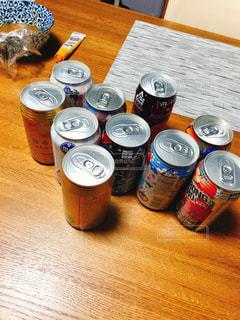 テーブルの上の酒の写真・画像素材[1101555]