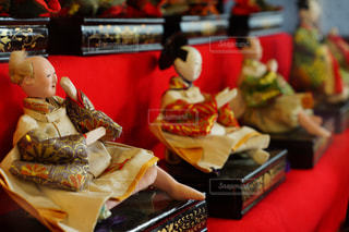 テーブルの上に食べ物のトレイの写真・画像素材[1038683]