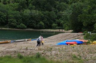 湖畔を散歩の写真・画像素材[1496421]