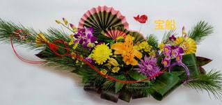 テーブルの上に花瓶の花の花束の写真・画像素材[1508251]