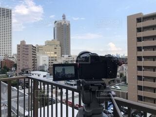都会の高い建物をタイムラプス撮影中の写真・画像素材[2312559]