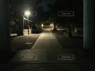 夜の鎧神社の写真・画像素材[3600582]