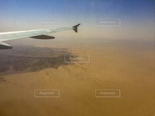 エジプトの砂漠と翼の写真・画像素材[1982876]