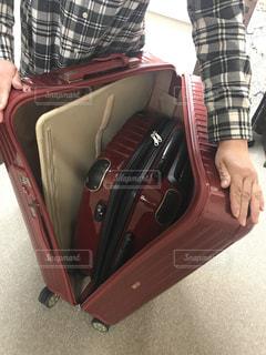 スーツケースの中にスーツケースを収めてみたの写真・画像素材[1517116]