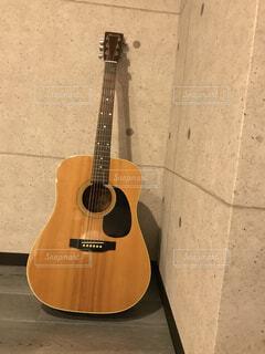 ギターのある部屋の写真・画像素材[1499714]