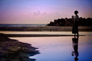 夕暮れ時のシルエットの写真・画像素材[1714002]