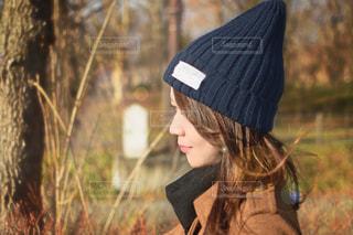 帽子をかぶっている女性の写真・画像素材[1745813]