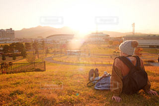 夕日を見つめての写真・画像素材[1745815]