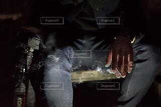 タバコを持っている人の写真・画像素材[1745841]