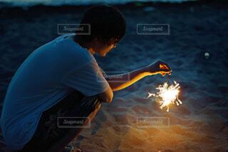 花火している人の写真・画像素材[1745963]
