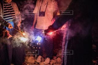 みんなで花火の写真・画像素材[1784800]