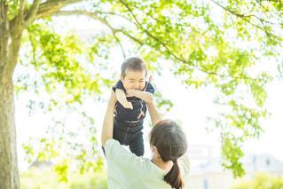母と息子の写真・画像素材[2117753]