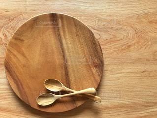 木皿と木のスプーンの写真・画像素材[1500567]