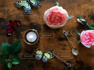 蝶と薔薇とキャンドルの写真・画像素材[1501160]