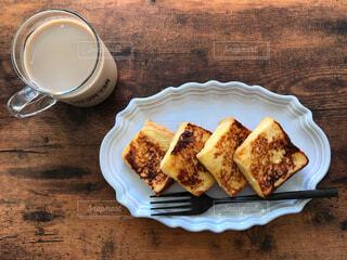 朝食、フレンチトースト、フォーク黒の写真・画像素材[1505684]