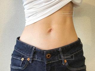 女性のくびれ、腹筋の写真・画像素材[1524484]