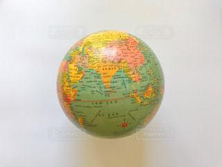 地球儀、白背景の写真・画像素材[1600955]
