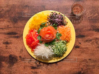 カラフルなサラダの写真・画像素材[1600977]