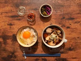 卵かけご飯、味噌汁、和食の写真・画像素材[1643008]
