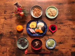 お正月のテーブル、お餅、おせち、オードブルの写真・画像素材[1643036]