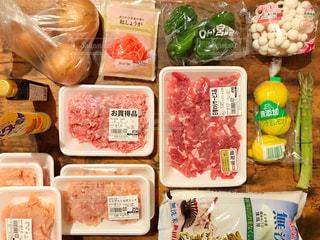 スーパーで買った食材の写真・画像素材[2083062]