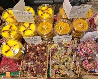 中東のスパイスとお菓子の写真・画像素材[2088691]