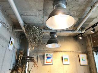 室内、コンクリートの壁の写真・画像素材[2917922]