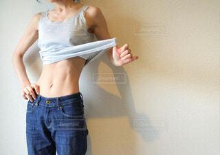 女性、くびれ、ウエストの写真・画像素材[3006331]