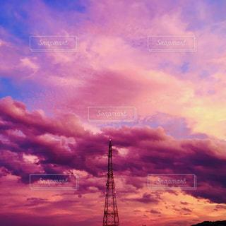 夕焼け空と鉄塔の写真・画像素材[1506496]