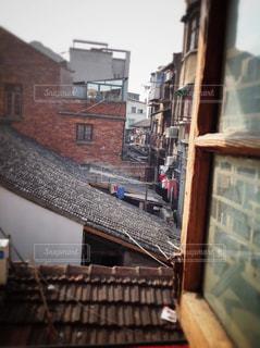 窓かられんが造りの建物の写真・画像素材[1512241]