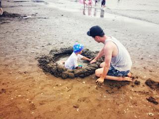 海で砂遊びの写真・画像素材[2130124]