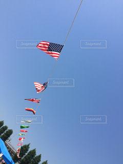 青空と万国旗の写真・画像素材[2152904]