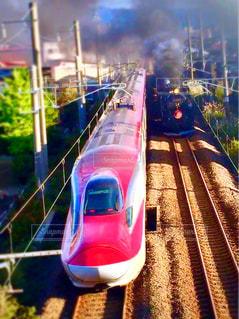 新幹線と蒸気機関車の写真・画像素材[1531678]