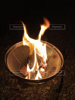 ぼっちキャンの焚き火の写真・画像素材[1528212]