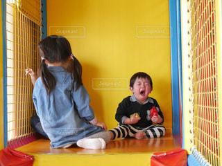 泣いてる男の子の写真・画像素材[1503997]