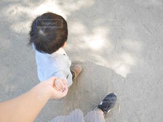 手を繋ぐの写真・画像素材[1515088]