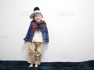 帽子をかぶった小さな男の子の写真・画像素材[1714005]