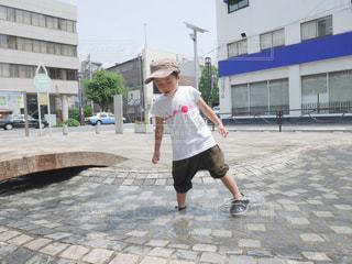 公園で水遊びの写真・画像素材[2398273]