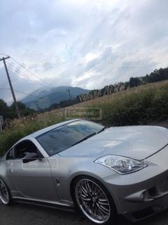 山の中腹に駐車の写真・画像素材[1504829]