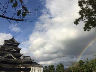日本の城と虹の写真・画像素材[1510046]