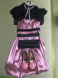 近くの紫ドレス アップの写真・画像素材[1507202]