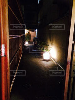 近くのドアのアップの写真・画像素材[1523417]